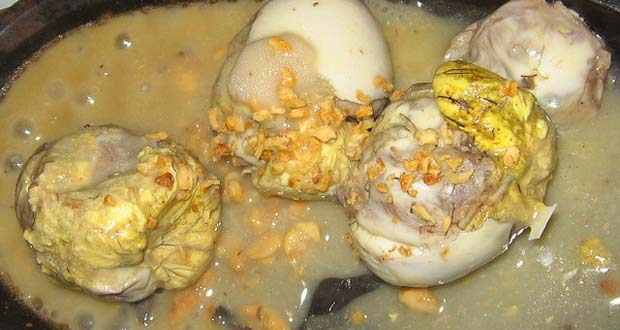 Balut in frying pan egg